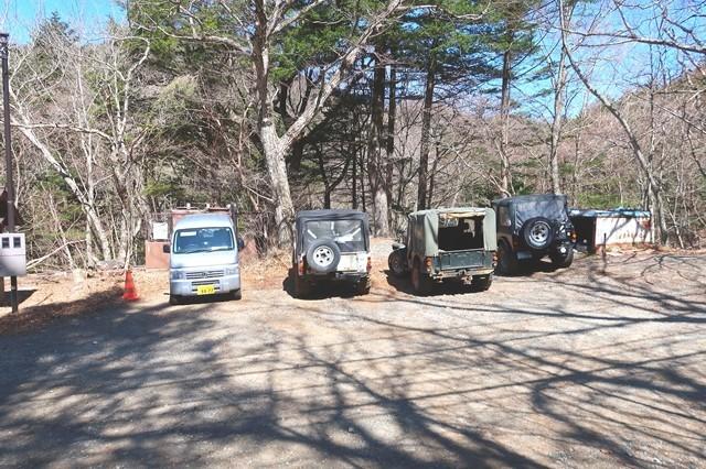 三ツ峠登山口バス停付近の無料駐車場