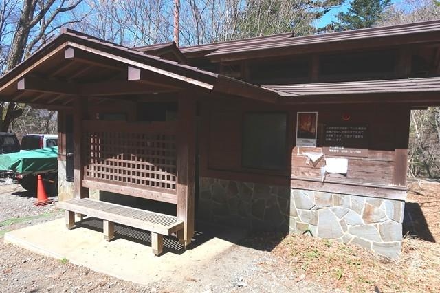 三ツ峠登山口駐車場の公衆トイレ