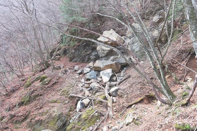 三つ峠北口登山道の落石箇所