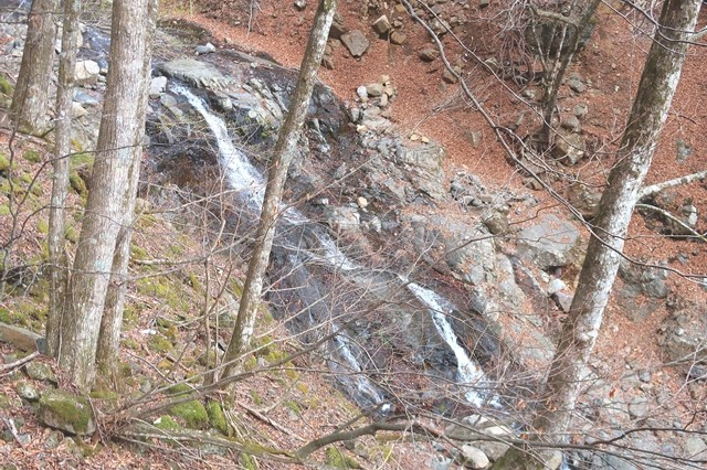 三つ峠北口登山道の滝