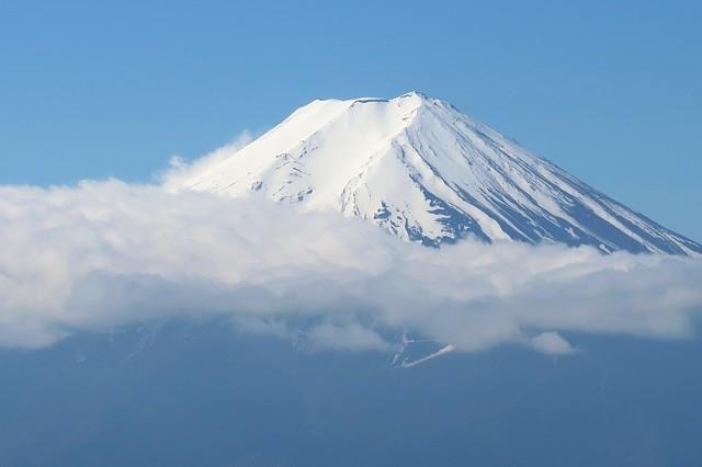 三つ峠山から見る富士山雲が邪魔