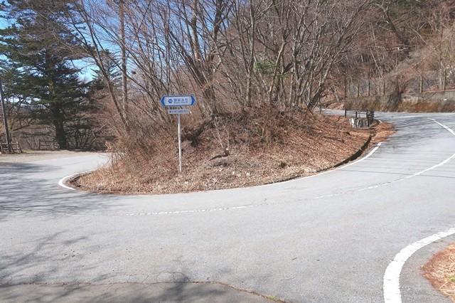 三ツ峠山登山口バス停周辺