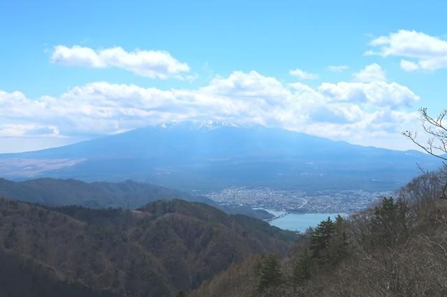 富士山に雲が多く景色が悪い