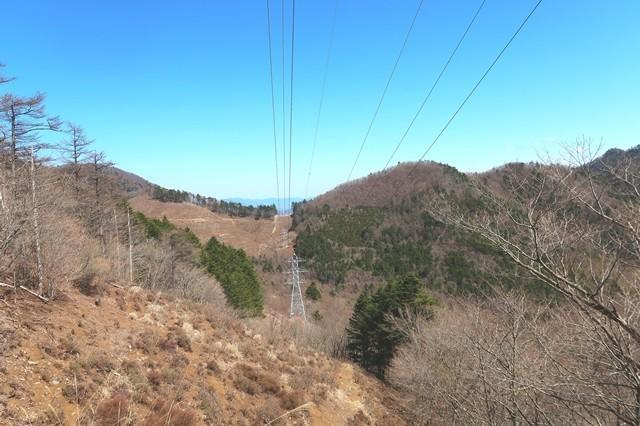 三ツ峠山の御巣鷹山の山頂へ至る登山ルート