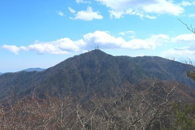 三ツ峠山の御巣鷹山の山頂遠望