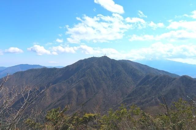 本社ヶ丸から見る三ツ峠山景色