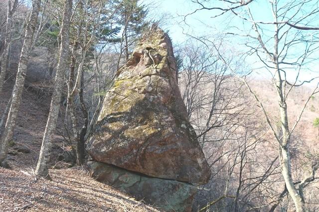 からかさ岩