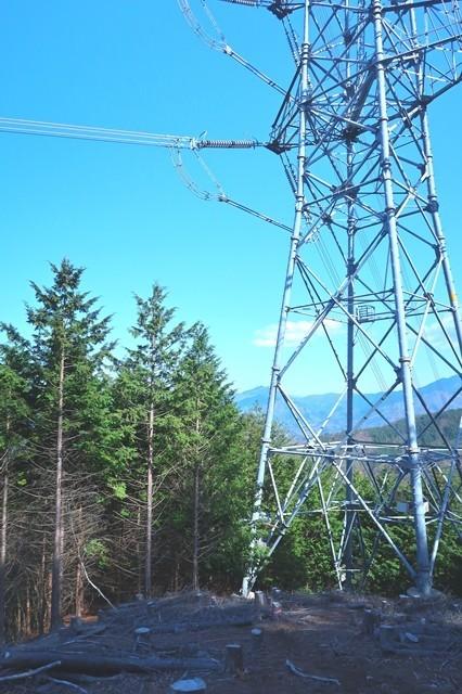 宝鉱山下山道の途中にある鉄塔