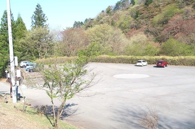 宝鉱山の駐車場