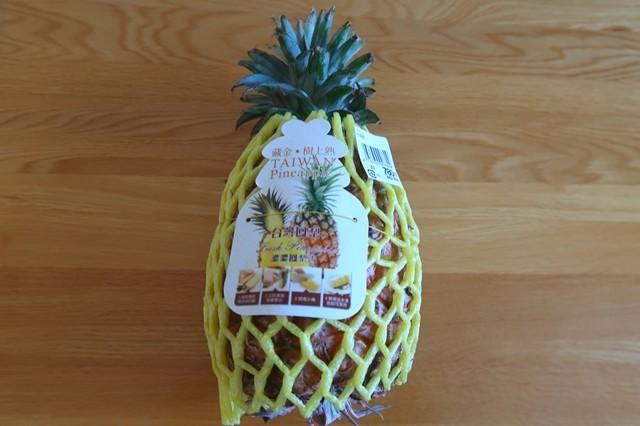 購入した台湾産パイナップル