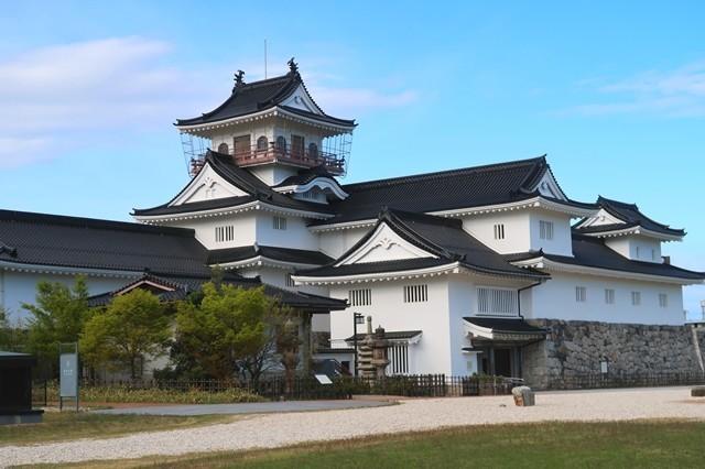 富山市郷土博物館は天守閣の様な建物