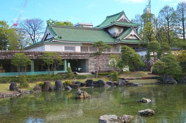 が佐藤記念美術館お城の様な建物