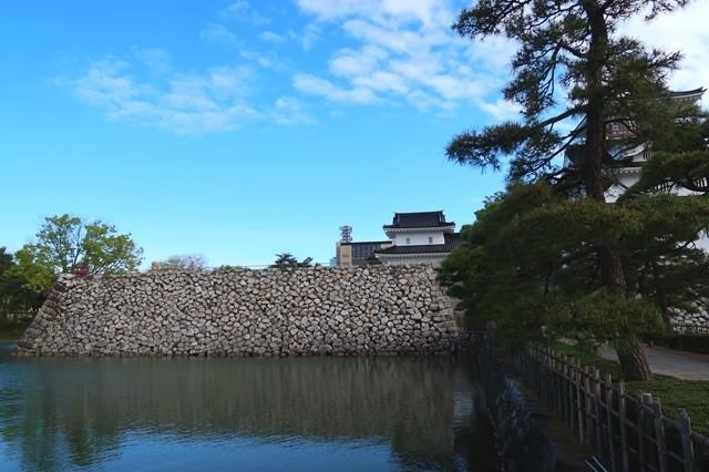富山城はお堀と石垣で堅牢な城