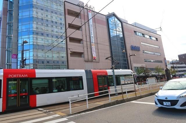 富山市街を走っている路面電車