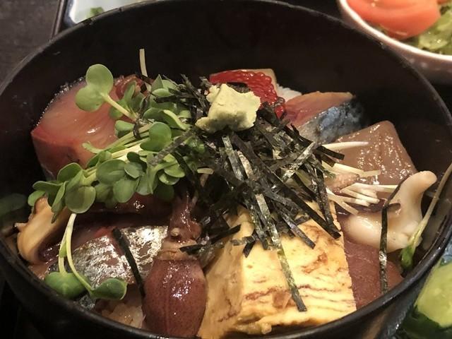 ランチの海鮮丼に使われているネタ