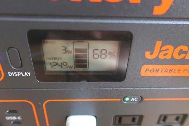ドライヤーの消費電力(output)は1,300w弱と表示された