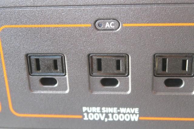 Jackeryポータブル電源1000は家庭用電源るAC電源が3つ付いている