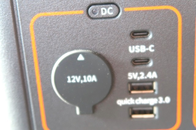 Jackeryポータブル電源1000の出力ポートの詳細