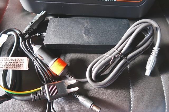 車のシガーソケットから充電するために必要なコード