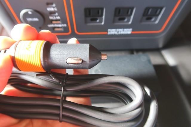 シガーソケットから充電の仕方