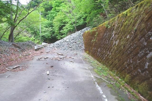 神ノ川ヒュッテから檜洞丸北尾根までの林道土砂崩れ様子