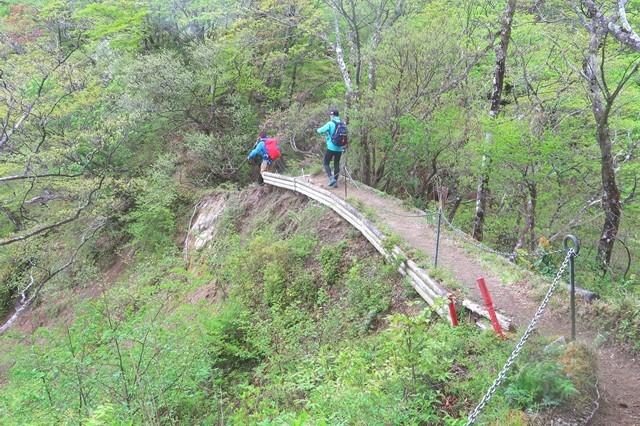 ソーシャルディスタンス中の登山者