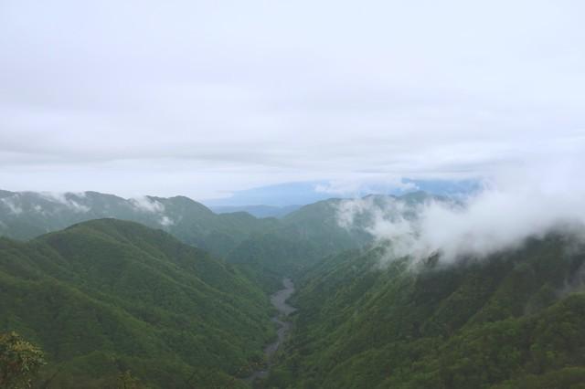 綺麗な雲と山並みの景色