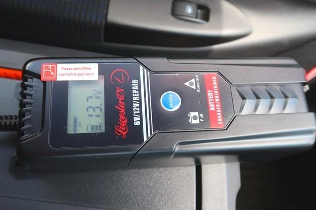 車のバッテリー充電状況の様子