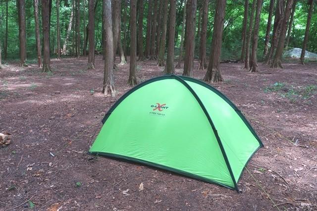 山岳テントを設営