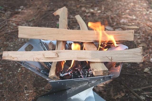 ソロキャンプで炎の様子