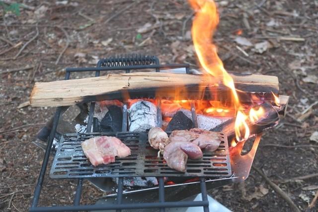 ソロキャンプは火加減が難しい