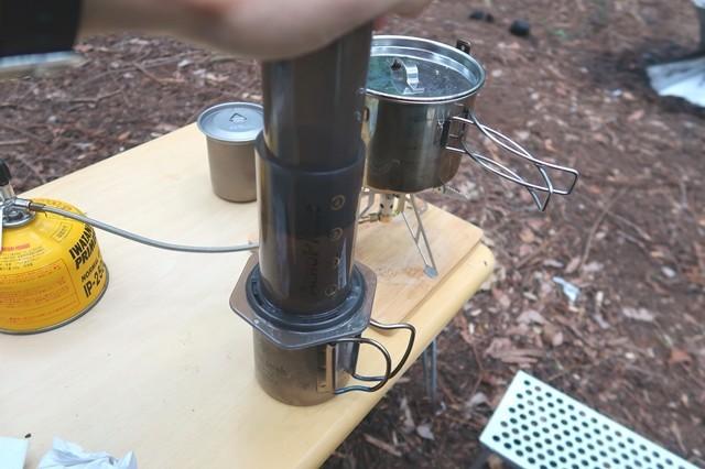キャンプで出来上がったコーヒー