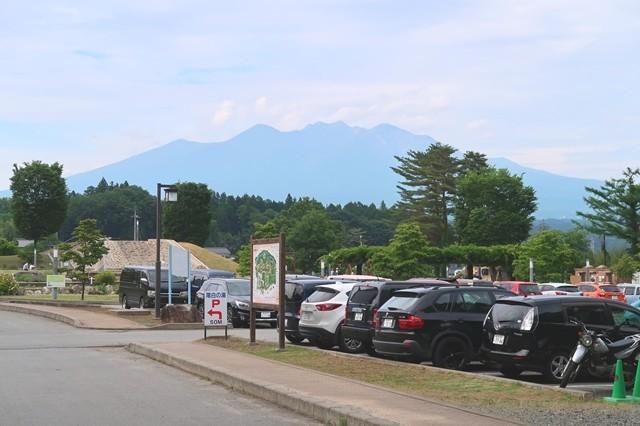 尾白の湯の駐車から見る八ヶ岳景色