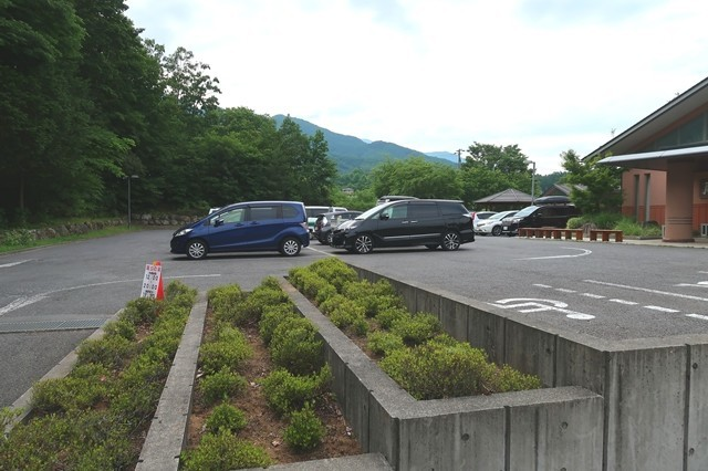 尾白の湯の無料駐車場