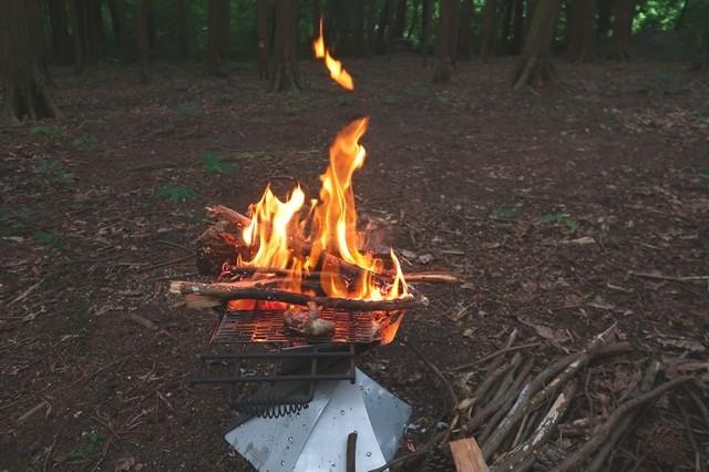 ムササビウイング13FT.TC焚き火モデル難燃性能を焚き火を使って実験