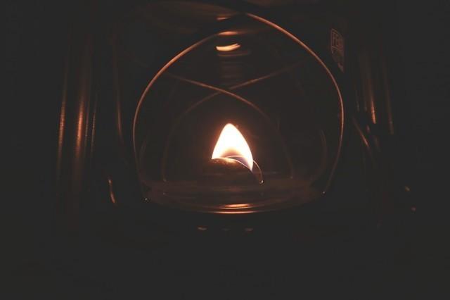 フェアハンドベイビースペシャル276芯の角をハサミでカットし、台形の形すると炎の形が綺麗な三角形になる