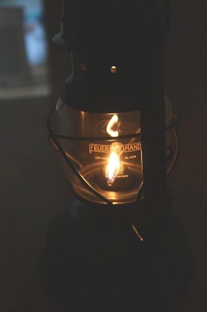 フュアハンドのランタン暖かい光