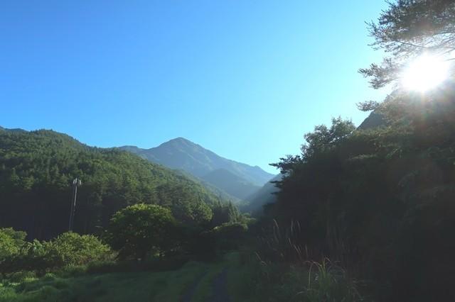 目指す雪頭ヶ岳の山頂遠望