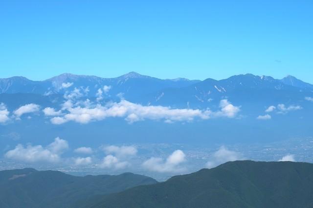 鬼ヶ岳の登山ルートの展望の様子