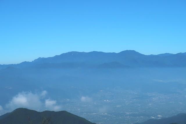 鬼ヶ岳の山頂からの奥秩父景色