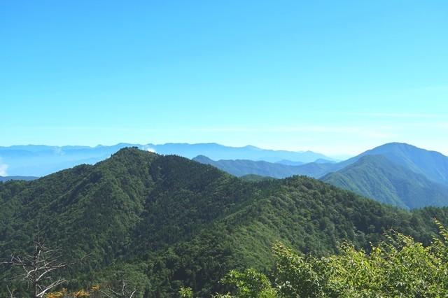 鬼ヶ岳の山頂から見た節刀ヶ岳の山頂景色