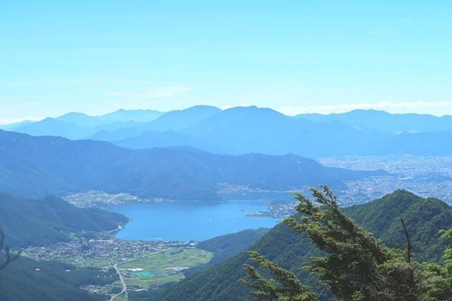 節刀ヶ岳の山頂から丹沢山塊景色