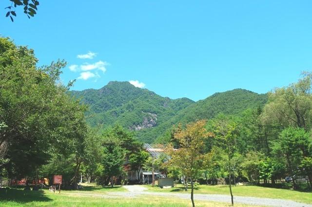 雪頭ヶ岳・鬼ヶ岳方面の景色