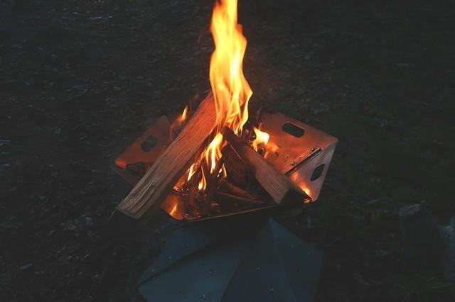 炎を見ながらお酒をチビチビした