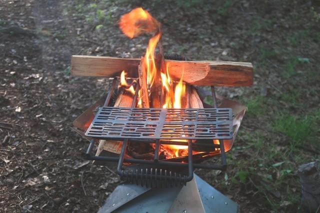 火起こしからキャンプ料理の開始