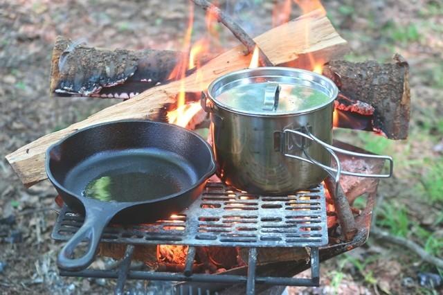 スキレットを使って調理開始