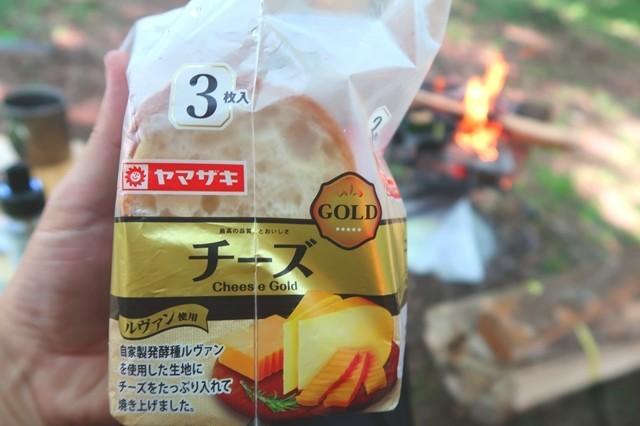 キャンプで食パン