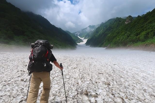 石転び沢の雪渓ルートスタート