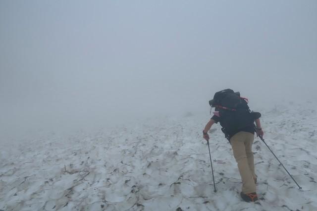 石転び沢の雪渓歩きは道迷いが多い