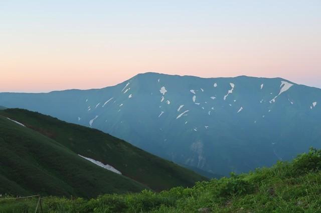 大日岳も朝日に染まってた